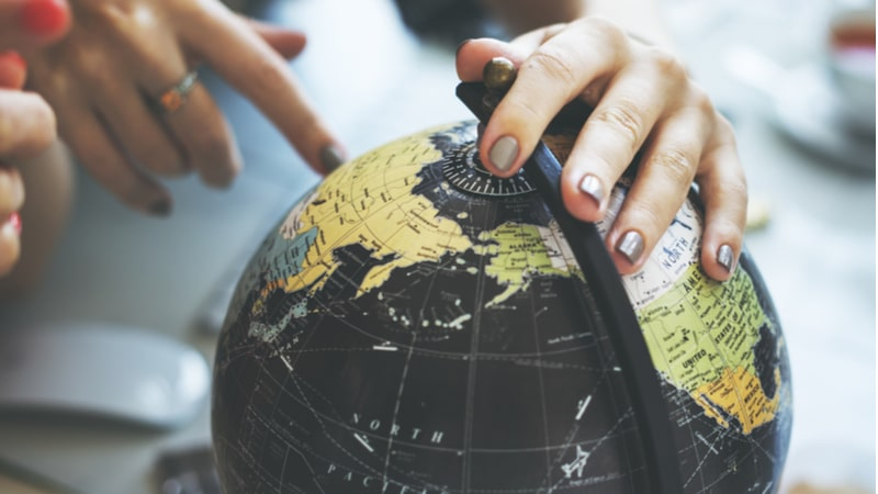 3 Tips to travel the world by saving smartly
